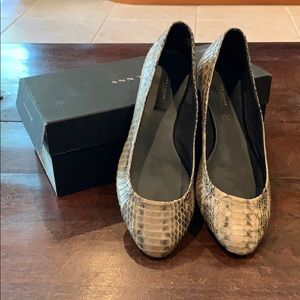 Ann Taylor Snakeskin Perfect City Flat